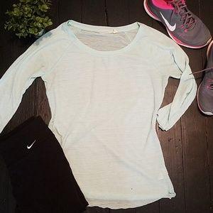 Athleta light weight shirt